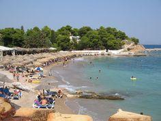 Σπέτσες - Αγία Μαρίνα...Την αποκαλούν και Paradise Beach και είναι η πιο δημοφιλής και μια από τις πιο όμορφες παραλίες στις Σπέτσες. Vintage Photos, Beaches, Greece, Dolores Park, Island, Travel, Greece Country, Viajes, Sands