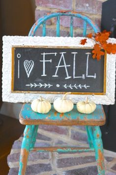 Fall chalkboard (from the 2013 Fall home tour at Sugar Pie Farmhouse) by MyLittleCornerOfTheWorld Fall Home Decor, Autumn Home, Autumn Fall, Thanksgiving Decorations, Seasonal Decor, Thanksgiving Sayings, Thanksgiving Crafts, Halloween Decorations, Happy Fall Y'all