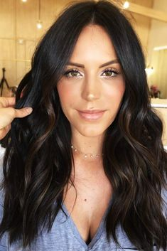 Chocolate Highlights ❤ Do you know how awesomely you can pull off black hair with highlights today? Let us share with you the latest ideas! Caramel and chocolate shades, silver hues, purple vibes, burgundy tastes, blonde hi Hair Color Dark, Brown Hair Colors, Hair Color Ideas For Black Hair, Black Hair With Highlights, Black Hair With Balayage, Black Hair With Lowlights, Color Highlights, Black Highlighted Hair, Dark Brunette Balayage Hair