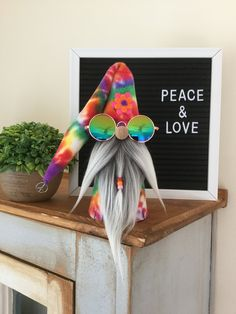 Hippie Gnome, Peace Gnome, Gnome, Tiered Tray Decor by GnomebodiesBusiness on Etsy Christmas Gnome, Primitive Christmas, Crafts To Make, Easy Crafts, Holiday Crafts, Holiday Decor, Christmas Decorations, Christmas Ornaments, Felt Flowers