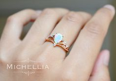 Vintage Pear Opal Engagement Ring 14K 18K von MichelliaDesigns