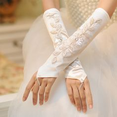 Simple white fingerless embroidery Bridal Gloves