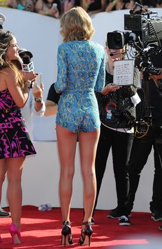 Taylor Swift is hotter every time I see her Taylor Swift Bikini, Taylor Swift 2014, Taylor Swift Legs, Estilo Taylor Swift, Long Live Taylor Swift, Taylor Swift Outfits, Taylor Swift Style, Taylor Swift Pictures, Taylor Swift Photoshoot