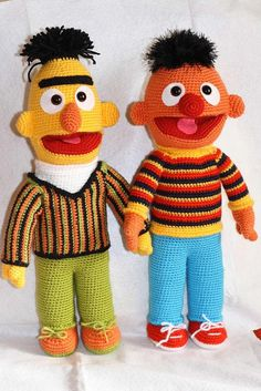 This brings back memories of my grandma, she loved to crochet. She had patterns for all of the Sesame Street gang.....I still have my Big Bird that she made over 30 years ago!