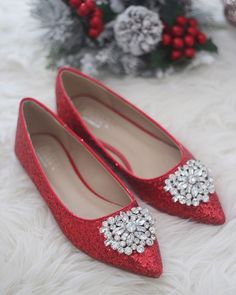 Women Wedding Shoes, Bridesmaid Shoes - RED ROCK Glitter pointy toe flats with S. Women Wedding Shoes, Bridesmaid Shoes - RED ROCK Glitter pointy toe flats with Sparkly Brooch by kaileep on Etsy www. Sparkly Wedding Shoes, Wedding Shoes Bride, Bride Shoes, Bridal Flats, Bridal Footwear, Holiday Shoes, Rothys Shoes, Glitter Flats, Bridesmaid Shoes