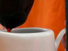 o silêncio da manhã traz um perfume peculiar: café o aroma desperta para um novo dia. Que o dia seja intenso e belo!