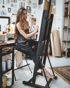 Discover recipes, home ideas, style inspiration and other ideas to try. Art Studio Room, Art Studio Design, Art Studio At Home, Painting Studio, Home Design, Home Art, Painter Photography, Photography Poses, Artist Life