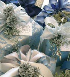 LOVE this!!! Gorgeous shimmery metallic papers adorned with silver ribbons and adornments that have been sprayed silver, does it get any prettier? Carolyn Roehm