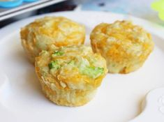 Have you at any point had a flavorful biscuit? While I do love sweet biscuit assortments, some of the time a little change is something w. Easy Recipes, Diet Recipes, Dessert Recipes, Cheddar Biscuits, Cheddar Cheese, Big Mac Salad, Broccoli Cheddar, Daily Meals, Cooking With Kids
