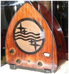Primeras radios de la firma holandesa Philips Retro, Music Machine, Old Technology, Old Time Radio, Antique Radio, Timber Wood, Deco Furniture, Radios, Gadgets