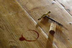 Červené víno zasypte kuchyňskou solí., Foto: istock.com Barware, Google, Alcohol, Timber Wood, Tumbler