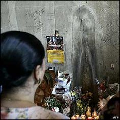 Traffic stopped in a Chicago underpass after a stain, which many say looks like the Virgin Mary, appeared on a wall. To some the image appeared as a white outline of the Holy Mother's face wearing a shadowy cloak. To the Chicago authorities it appeared to be a build-up of salt.