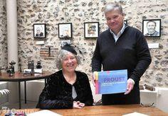 Redonner à Illiers les clefs de Combray. C'est aux côtés du maire, Bernard Puyenchet, que Mohic Bezault-Lavergne a présenté son ouvrage samedi à l'office de tourisme. - Anfray Chantal
