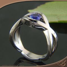 STUNNING! I Love Sapphires! Why not for an #engagement ring? The woven pattern is simple yet stylish. By #Jewelryworks