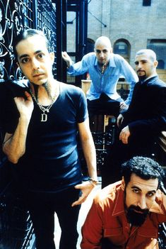 System of a Down  http://www.lastfm.es/music/System+of+a+Down