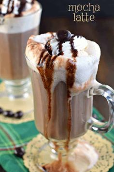 Do you love a hot, creamy Mocha Latte? Well, guess what? You can now make them at home, with no espresso machine needed! Best Dessert Recipes, Coffee Recipes, Fun Desserts, Delicious Desserts, Drink Recipes, Copycat Recipes, Yummy Recipes, Pudding Desserts, Amazing Recipes