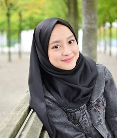 Gue masih baru jangan di Bully:v # Fiksi remaja # amreading # books Casual Hijab Outfit, Ootd Hijab, Hijab Chic, Muslim Fashion, Hijab Fashion, Fashion Outfits, Hijabi Girl, Girl Hijab, Look Fashion