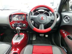 #NissanJuke very red interior.