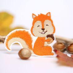 Das wunderschönes Eichhörnchen-Patch von mimosch verwandelt schlichte Kleidungsstücke zu deinem individuellen Lieblingsstück.  Gibt's bei Etsy.