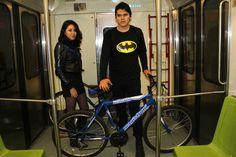 Los ciclistas se trasladaron en el metro sin ningún problema.