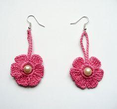 Articoli simili a Caprifoglio rosa all'uncinetto orecchini Crochet Flower orecchini all'uncinetto gioielli Eco amichevole donna ragazza su Etsy