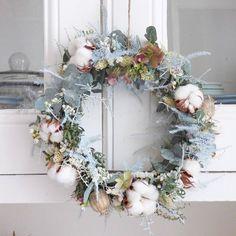 réaliser une jolie couronne de Noël, n'hésitez à me contacter pour réserver #lesfleursdemilijolie #atelier #fleuriste #bretagne #rennes #fleuristebretagne #fleuristerennes #couronne #atelierfleur