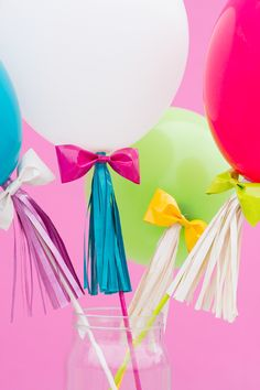 I'd love to make a ballon stand with Audrey! Such fun! DIY Balloon Wands