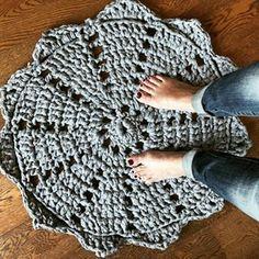 Changement d'échelle: le napperon devient tapis Doily Rug, Doilies, Monte Carlo, Fingerless Gloves, Arm Warmers, Wool, Cool Stuff, Monaco, Crocheting