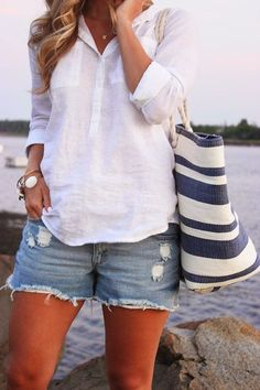 Summer fashion | White shirt, shorts, handbag
