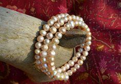 Háromsoros, é.desvízi gyöngy karkötő Indonézia szívéből Brooch, Beautiful, Jewelry, Fashion, Jewellery Making, Moda, Jewerly, Jewelery, Fashion Styles