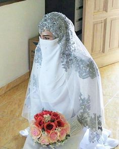 Beauty muslim bride # peçe nikab nikap nikabis kapalı çarşaf hicab hijab tesettür gelin düğün wedding Muslim Wedding Gown, Muslimah Wedding Dress, Wedding Hijab, Modest Wedding Dresses, Wedding Party Dresses, Indian Muslim Bride, Muslim Brides, Bridal Hijab, Bridal Gowns