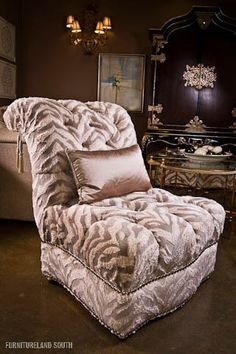 Osh I Ssssoooo Love This Chair Marge Carson Upholstery Large Furniture
