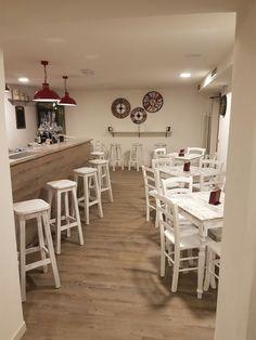 www.mobilificiomaieron.it - https://www.facebook.com/pages/Arredamenti-Pub-Pizzerie-Ristoranti-Maieron/263620513820232 - 0433775330 Arredamento Bar ristorante a Feltre (Bl) . Tavoli in stile shabby con gambe consumate e piano in melaminico consumato, Sedie venezia color bianco laccato consumato, Sgabelli in legno per bancone. #mobilificiomaieronarredolocali #arredamentoristorante #sedietavoli #tavoliesedie #sedieristorante #tavoliristorante #tavolisediestileshabby #sedietavolistileshabby