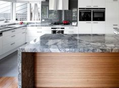 Make your kitchen pop with Bravvo Stone. Choose from marble, quartz, limestone, granite and many more. Granite Kitchen, Kitchen Cabinets, Stone Bench, Travertine, Natural Stones, Marble, Home Decor, Decoration Home, Room Decor
