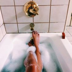 Imagem de bath, legs, and relax Tumblr Fotos Instagram, Chill Pill, Just Relax, Spa Day, Me Time, Bath Time, Bath And Body, Life Is Good, Fab Life