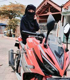 Hijab Niqab, Mode Hijab, Muslim Girls, Muslim Women, Islamic Girl Images, Hijab Dpz, Hijabi Girl, Lady Biker, Beautiful Hijab