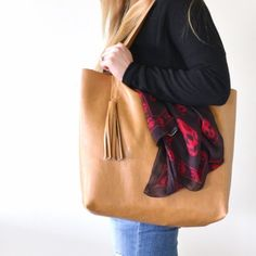 Happily handmade: a DIY leather tote with  tassel and internal pocket.
