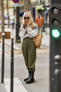 2020 fashion trends street styles The Best Street Style From Paris Fashion Week S/S 2020 2020 Fashion Trends, Fashion 2020, New York Fashion, Look Fashion, Classy Fashion, Fashion Shoes, Fashion Dresses, Fashion Jewelry, India Fashion