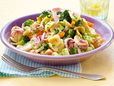 Quick Pasta with Broccoli in Cream Cheese Sauce Recipe Quick Dinner Recipes, Quick Meals, Chicken Florentine Pasta, Pizza Pasta Salads, Healthy Eating Habits, Eat Smart, Food Trends, Clean Eating, Food And Drink