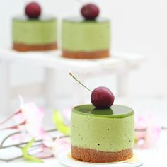 Love matcha? Try these easy to make and pretty delicious matcha mascarpone mousse cakes!