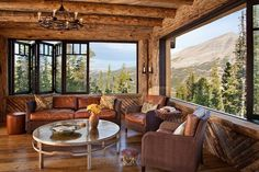 A new interior design collection featuring 15 Heavenly Rustic Family Room Designs You Can't Not Enjoy with ideas you'll love. Interior Design Blogs, Montana Homes, Rustic Luxe, Rustic Wood, Log Cabin Homes, Log Cabins, Family Room Design, Design Case, Great Rooms