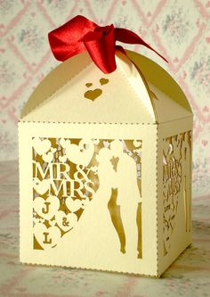 10x Personalised Kissing Bride & Groom Favour Boxes £5.00