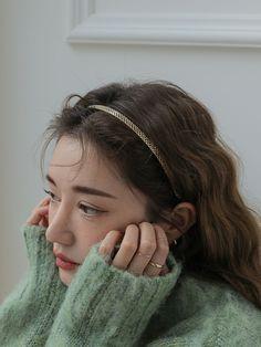 Aesthetic Eyes, Korean Aesthetic, Aesthetic Girl, Korean Beauty Girls, Korean Girl, Instagram Pose, Cute Girl Face, Teen Hairstyles, Headband Styles