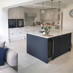 Are you colour shy? Why not add subtle colour to your kitchen by going two-tone just like Kitchens featured: Fairford… Open Plan Kitchen Dining Living, Open Plan Kitchen Diner, Kitchen Dinning Room, Home Decor Kitchen, Kitchen Interior, New Kitchen, Cottage Kitchen Cabinets, Farmhouse Style Kitchen, Howdens Kitchens