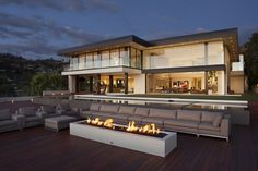 Sunset Strip Residence by McClean Design Exterior Design Villa Design, Modern House Design, Design Design, Design Ideas, Clean Design, Los Angeles Villa, Luxury Estate, Luxury Homes, Luxury Mansions