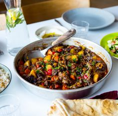 Turkisk gryta tillagad i ugn - ZEINAS KITCHEN Slow Cooker Recipes, Meat Recipes, Dinner Recipes, Turkish Recipes, Ethnic Recipes, Zeina, Best Food Ever, Happy Foods, Savoury Dishes