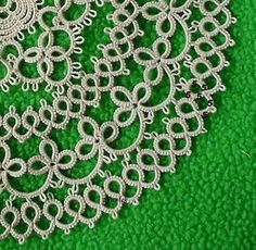 Tatting, Tatting, Chiacchierino: napkin Honey - on line - if you scroll through all the pages, you could probably piece together the pattern for the doily