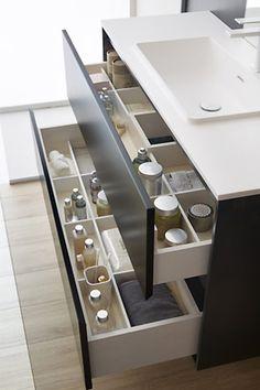 Baño moderno y práctico. Los muebles de baño dica tienen amplios cajones para que puedas guardar todas las cosas de uso diario. Se fabrican a medida por lo que podrás aprovechar el espacio al máximo.     #baños #bathroom #mueblebaño #diseño #design #mobiliario #furniture #interiors #deco #decor #ideasbaño #homedecor #diseñointerior #casa #home #tailormade #amedida