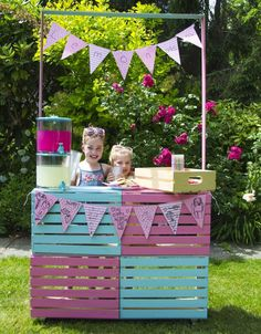 50 best backyard bbq party ideas - summer party tips Bbq Party, Circus Vintage, Kids Lemonade Stands, Diy And Crafts, Crafts For Kids, Summer Bbq, Summer Picnic, Backyard Bbq, Cookies Et Biscuits
