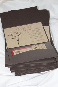 @Merissa Nicole   i like that it has a little pocket for the registry cards.
